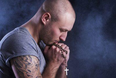 Tatouage et déclin de la religion