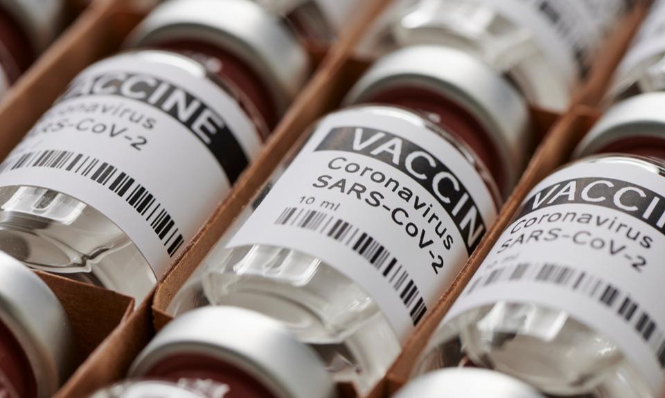 Course au vaccin: la propriété intellectuelle, c'est le « vol » qui freine l'innovation